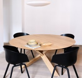 Ethnicraft Round oak dining table circle
